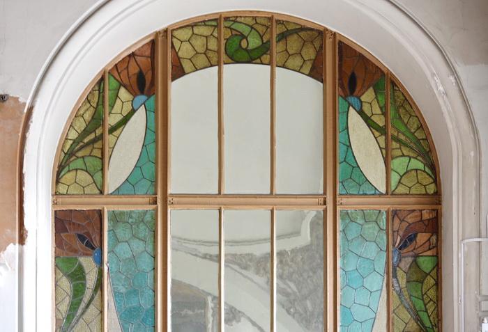 Витражи в здании Витебского вокзала в С.-Петербурге, Загородный пр., 52. Фото 2020